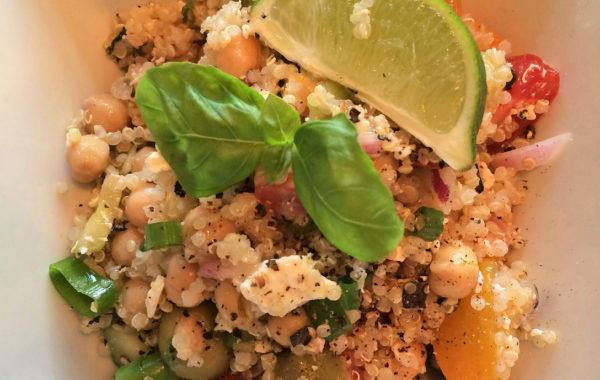 Salade rapide à préparer de quinoa grecque et feta