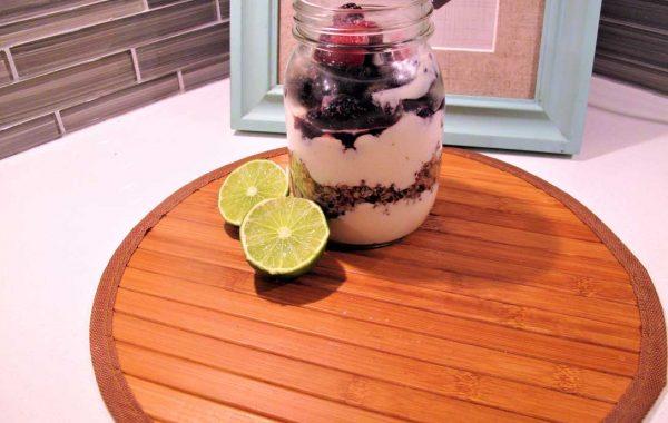 Yogourt aux petits fruits et au quinoa parfumé à la cannelle