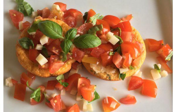 Cupcake aux oeufs, tomates cerises et fromage suisse