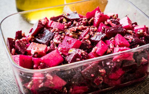 Salade de betterave, pomme et noix de Grenoble