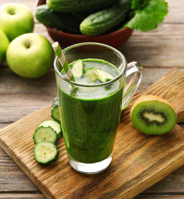 Smoothie enrichissant aux fruits et légumes verts